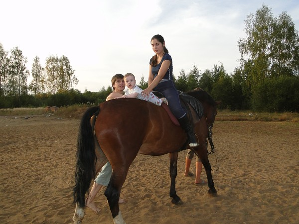 Иппотерапия и лечебная верховая езда (ЛВЕ) - Иппотерапия. Наши малыши, с мамой на лошади