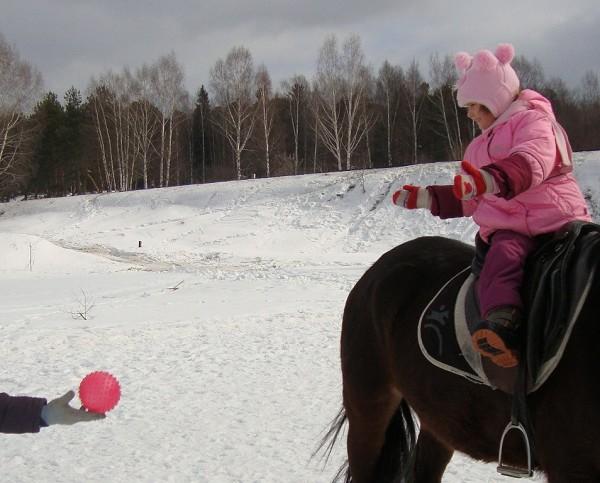 Иппотерапия и лечебная верховая езда (ЛВЕ) - Иппотерапия. Немного поиграем в мяч