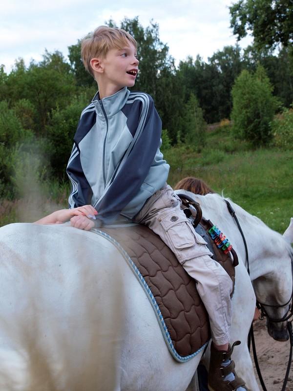 Иппотерапия и лечебная верховая езда (ЛВЕ) - Сережа на занятии иппотерапией