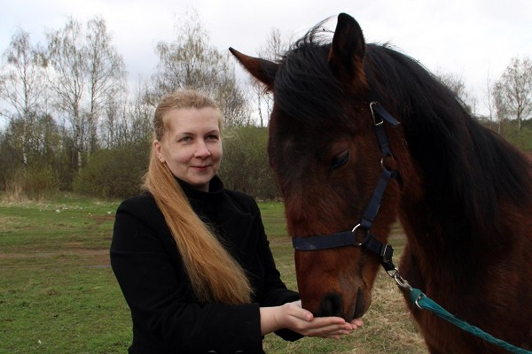 Лошади - Без угощения никуда!