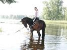 Лошади - Купание. Лена на Паше